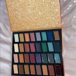 Wet N Wild eye shadow pallet